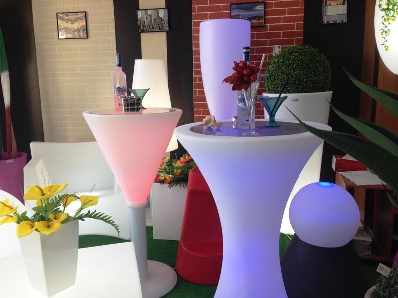 Showroom di materie plastiche & Preventivi di rivestimenti design